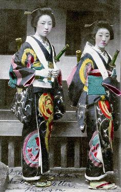 Vintage Photos of Japanese Ladies with Their Katana Swords (3)