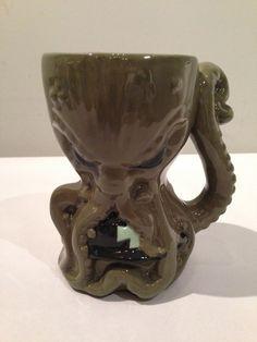 Cthulhu Handmade Ceramic Beer Mug by ZombiePottery on Etsy Personalized Ceramic Coffee Mugs, Ceramic Mugs, Ceramic Art, Cool Mugs, Beer Mugs, Pottery Mugs, Things To Buy, White Ceramics, Handmade Ceramic