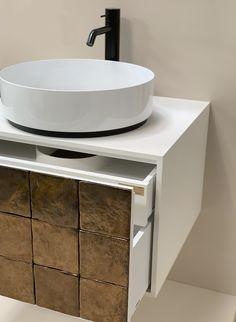 Bei der artisan Special Edition zieren die Terracotta-Fliesen die Badmöbel-Front und verleihen dem Badezimmer eine künstlerische Atomsphäre. Modern, Vanity, Bathroom, Design, Tile, Bath Room, Dressing Tables, Washroom, Trendy Tree