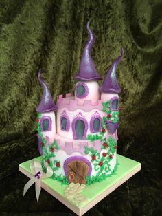 Traumhaft schöne Märchen Schloss Torte - eine wundervolle Tortenkreation aus der Konditorei Held am Tegernsee