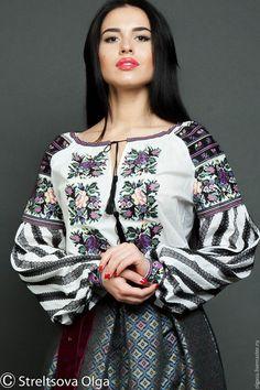Купить или заказать Вышитая сорочка вышиванка 'Борщивские мотивы' вышивка крестом в интернет-магазине на Ярмарке Мастеров. Вышитая сорочка вышиванка 'Борщивские мотивы' выполнена в традициях украинского кроя. вышиванка имеет рука-реглан и горловину на завязке. Длина вышитой сорочки 65 см, что позволяет носить как поверх джинсов и брюк так и заправлять в юбку. Верх рукава вишиванки выполнен вышивкой крестом в черной цветовой гамме, подобран очень красивый рисунок. Низ рукава вы...