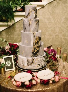 black marble wedding cake - photo Greg Finck
