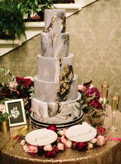 black marble wedding cake - photo Greg Finck