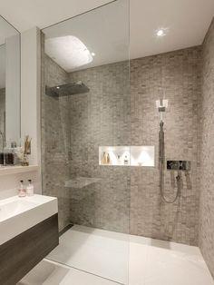 Resultado de imagem para banheiros com pastilhas especiais