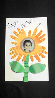 This personalized flower card is a special way for students to express their appreciation for their mothers on Mother& Day. Easy Mother's Day Crafts, Mothers Day Crafts For Kids, Mothers Day Cards, Daycare Crafts, Classroom Crafts, Toddler Crafts, Classroom Ideas, Preschool Art Activities, Kindergarten Art Projects