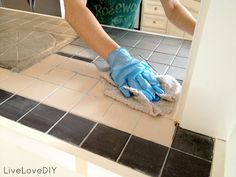 Remodeling Kitchen Countertops How to paint tile countertops! This is SO great for outdated kitchens and bathrooms. So glad I found this! Countertop Materials, Concrete Countertops, Kitchen Countertops, Painting Counters, Painting Ceramic Tiles, Kitchen Redo, New Kitchen, Kitchen Remodel, Kitchen Ideas