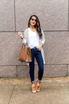 Casual Spring Outfit and Denim Style. Outfits comfortable Easy Spring Casual Outfit - Southern Sophisticated by Naomi Trevino Best Smart Casual Outfits, Spring Outfits Women Casual, Simple Casual Outfits, Classy Outfits, Casual Looks, Comfy Casual, Fall Outfits, Denim Outfits, Casual Styles