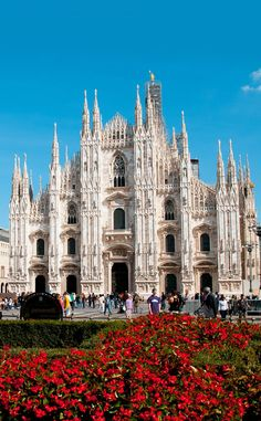 Beautiful view of Duomo Cathedral in Milan 10 Amazing Places in Italy You Need To Visit Italy Vacation, Italy Travel, Travel List, Travel Europe, Budget Travel, Travel Guide, Places Around The World, Travel Around The World, Beautiful Buildings