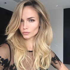 Les plus beaux make-up Instagram de Natasha Poly : brushing hollywoodien, contouring, highlight