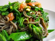 Buckwheat noodle salad with smoked salmon, asparagus, snow peas and green onions Food Type, Healthy Foods, Healthy Recipes, Buckwheat Noodles, Dairy Free, Gluten Free, Snow Peas, Noodle Salad, Smoked Salmon
