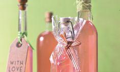 Rhabarberlikör Rezept: Fruchtiger Likör aus Rhabarber mit Vanille und Zitronengras - Eins von 7.000 leckeren, gelingsicheren Rezepten von Dr. Oetker!
