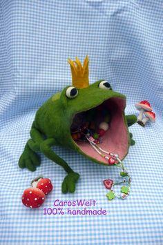 Aufbewahrung Froschkönig  von CarosWelt auf DaWanda.com Needle Felted Animals, Felt Animals, Nuno Felting, Needle Felting, Frog Crafts, 3d Figures, Felt Embroidery, Wool Art, Presents For Kids