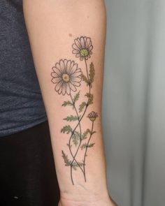 Forearm tattoo color growing daisy with leaves Great Tattoos, Unique Tattoos, Tattoos For Guys, Little Flowers, Small Flowers, Delicate Tattoo Fonts, Bouquet Tattoo, Little Tattoos, Color Tattoo