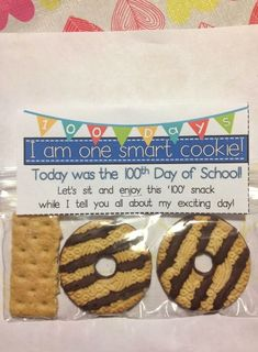 I'm one smart cookie-- Fun treat for the hundredth day of school! Crayons & Cuties In Kindergarten: The Day Finally Came! 100 Day Of School Project, 100 Days Of School, School Holidays, School Fun, School Projects, School Stuff, 100 Day Project Ideas, Middle School, School Treats