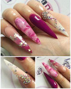 Extreme stiletto nails !
