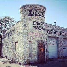 The Castle Carwash used to be a hideout for Al Capone (and its on Chicago Outfit, Al Capone, Car Wash, Route 66, Illinois, Castle, Travel, Instagram, Viajes