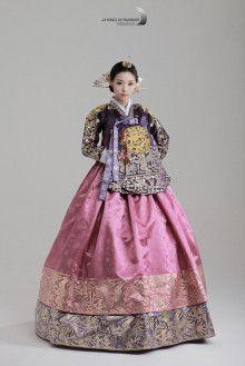Korean Hanbok, Korean Dress, Korean Outfits, Korean Traditional Dress, Traditional Fashion, Traditional Dresses, Dress Outfits, Fashion Dresses, Cute Korean