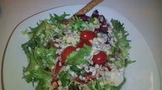 Sałatka z pomidorami koktajlowymi i słonecznikiem.Pyszne i tanie#przepisy na #zdroweposiłki  z #SamiSwoiPrzekazyPieniezne