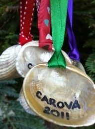 sparkly seashell ornaments as vacation keepsake gift from Pinterest...