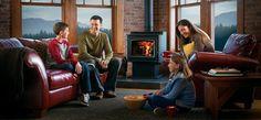O sobă pe lemne este cu 77% mai economică per kilowat oră (kWh) decât o centrală electrică, cu 29% decât o centrală pe gaz și cu 50% decât o centrală pe GPL. Nimic nu poate fi mai relaxant decât căldura unei sobe în mijlocul unei nopți friguroase de iarnă. Stove, Home Appliances, Country, Wood, Projects, Mai, Fireplaces, House Appliances, Log Projects