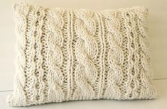A felsorolás kakukktojása Chunky Knitting Patterns, Cable Knitting, Hand Knitting, Crochet Home Decor, Knit Pillow, Pillow Forms, Knitted Blankets, Knitting Projects, Wool Yarn
