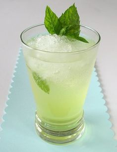 This lemonade sure packs a punch :) Although you can use 7-UP or Sprite, I really prefer this drink with club soda.