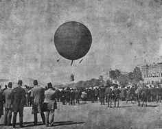 Taksim Toğçu Kışlası üzerinde İstanbul'da ilk defa hidrojen balonu uçuruldu. Balona binenler İstanbul'u havadan görme şansı elde etti. / 10 Mayıs 1909