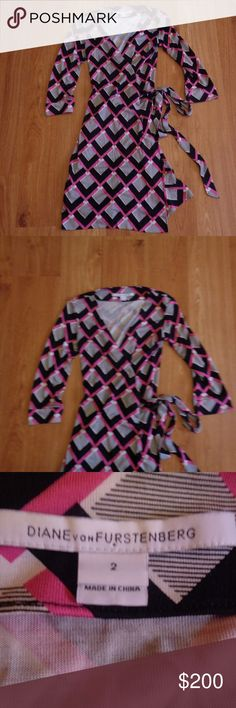 """DIANE VON FURSTENBERG Wrap Dress Sz 2 Perfect condition Diane Von Furstenberg dress in a size 2. """"New Julian Two"""" style. 100% silk. Great for fall!  From a smoke free home.  Check out my other listings! I love to give discounts for bundles!!! Diane Von Furstenberg Dresses"""