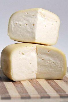 Quesos gallegos con Denominación de Origen – Descubrir Galicia Fromage Cheese, Queso Cheese, Wine Cheese, Cheese Shop, Cheese Lover, Spanish Cheese, Grapes And Cheese, A Food, Food And Drink