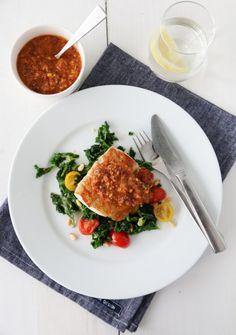 Pannestekt torsk med smørstekt grønnkål og rød pesto Pesto, Risotto, Dinner, Ethnic Recipes, Dining, Food Dinners, Dinners