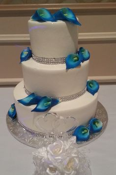 Calumet bakery cobalt blue calla lilly cake wedding cakes in Royal Blue Wedding Cakes, Bling Wedding Cakes, Beautiful Wedding Cakes, Wedding Cake Designs, Beautiful Cakes, Cake Wedding, Wedding Ideas, Calla Lily Cake, Calumet Bakery