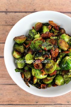 Roasted Brussels Sprouts with Balsamic Vinegar & Bacon Dinner Side Dishes, Thanksgiving Side Dishes, Side Dishes Easy, Vegetable Side Dishes, Side Dish Recipes, Vegetable Recipes, Oven Recipes, Cooking Recipes, Health