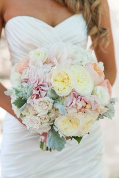 Stunning white and peach wedding bouquet. Image: Caitlin O'Reilly Photography