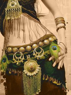 I like the big pieces. It's a change from the usual tiny embellishments one sees on a lot of belly dance garb.