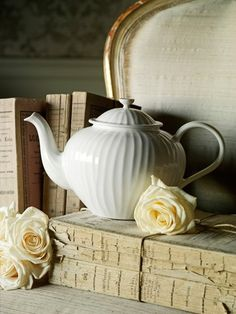 Lovely White oak tea pot from the Sophie Conran for Portmeirion collection #tea @Sophie LB Conran