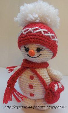 Мастер-класс Вяжем снеговика крючком/Вводный видео-урок Holiday Crochet, Easter Crochet, Cute Crochet, Crochet Crafts, Crochet Dolls, Christmas Toys, Christmas Snowman, Christmas Projects, Christmas Decorations