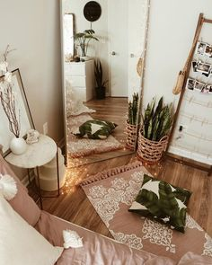 tonal boho bedroom decor - A mix of mid-century modern, bohemian, and industrial interior style. Home and apartment decor, decoration ide… Bedroom Inspo, Home Decor Bedroom, Warm Bedroom, Mirror Bedroom, Bedroom Neutral, Diy Bedroom, Girls Bedroom, Bedroom Plants, Bedroom Rustic