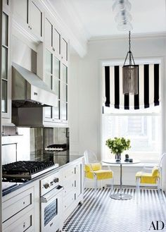 Manhattan apartment kitchen featured in Architectural Digest. Kitchen Inspirations, Beautiful Kitchens, Kitchen Remodel Before And After, Kitchen Remodel, Home Remodeling, Home Kitchens, Apartment Kitchen, Kitchen Renovation, Architectural Digest
