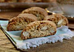 I biscotti alle mandorle sono una vera bontà, semplici da fare si mantengono per molti giorni, sono dei biscotti secchi che si servono con un buon vin santo