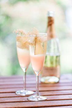 Rhubarb-Elderflower-Spritz + Gala Dinner raffle by Henkell - Aperitif - Summer Cocktails, Cocktail Drinks, Cocktail Recipes, Aperitif Drinks, Recipes Dinner, Dessert Recipes, Desserts, Vegetable Drinks, Elderflower