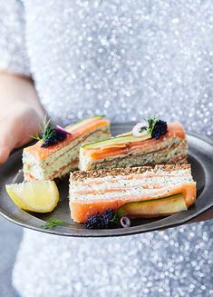 How to Make Salmon Finger Sandwiches Rolled Sandwiches, Finger Sandwiches, Tea Sandwiches, Afternoon Tea Recipes, Appetisers, Sandwich Recipes, Cooking Tips, Brunch, Tasty