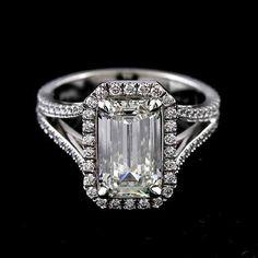 Idée et inspiration Bague Diamant :   Image   Description   Perfect 4.6CT Halo Emerald Cut Russian Lab Diamond Split Shank 18K White Gold Ring