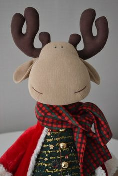 Fotos de Elena Korunova Felt Crafts, Diy Crafts, Doll Toys, Dolls, Rena, Farm Fun, Fabric Toys, Xmas Decorations, Toys For Boys