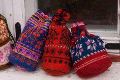 Folk Costume, Costumes, Sampler Quilts, Patchwork Bags, Cloth Bags, Folk Art, Textiles, Parakeet, Knitting