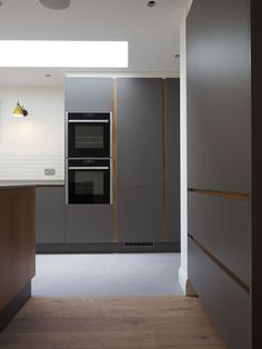 At TRUE Bespoke kitchens we are passionate about creating unique, simple yet beautifully crafted cabinetry made from the finest materials. Open Plan Kitchen Living Room, Kitchen Dining Living, Modern Kitchen Interiors, Modern Kitchen Design, Kitchen Designs, Plywood Cabinets, Oak Cabinets, Handleless Kitchen, Kitchen Lighting Fixtures