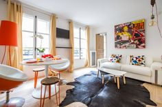Uber cool 1 bedroom flat, recently refurbished and nicely designed near Madeleine. Can accommodate 4 guests.