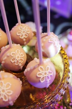 Cake Pops by sweet bloom cakes