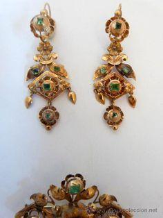Antigüedades: Juego broche y pendientes realizados en oro de 18k y esmeraldas, principios s.XIX - Foto 4 - 53028590