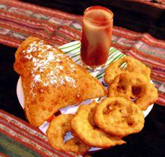 Api con pastel y buñuelo Bolivia Food, Cookie Desserts, Dessert Recipes, Pizza Tarts, Deli Food, Bolivian Recipes, Ethnic Recipes, Food Pictures, Bread Recipes