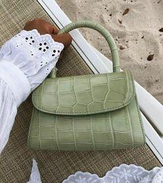 Look Fashion, Fashion Bags, Fashion Backpack, Fashion Clothes, Fashion Women, Fashion Ideas, Classic Fashion, Fashion Spring, Retro Fashion